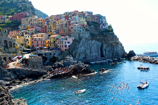 Cinque Terre, Italia Photo by Alexa