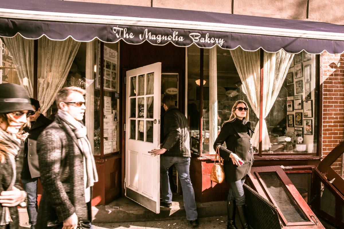 Magnolia_Bakery,_401_Bleecker_Street,_New_York,_NY_10014,_USA_-_Jan_2013_O
