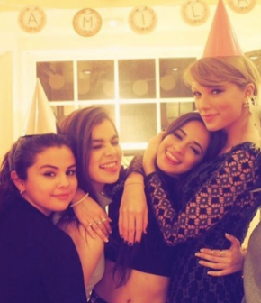 Hailee Steinfeld Just Revealed How Close Taylor Swift's Squad Really Is